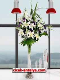 cam-vazoda-lilyum-lisyantus-gul-212x282 İşyeri İçin Çiçek