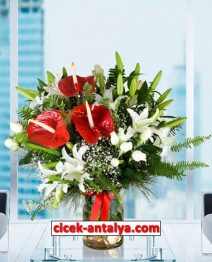 fanusda-kahverengi-antoryum-lilyumlar-ve-gullerden-aranjman-212x262 İşyeri İçin Çiçek